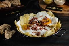 Broken fried eggs with Iberian ham